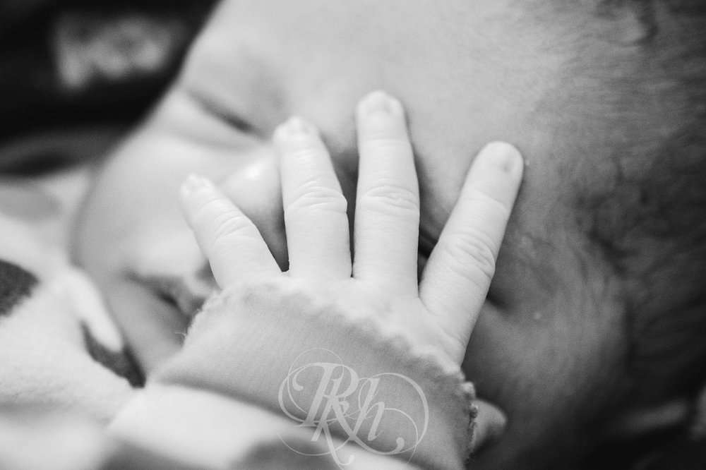 Eleanor - Minnesota Baby Photographer - RKH Images  (2 of 7).jpg