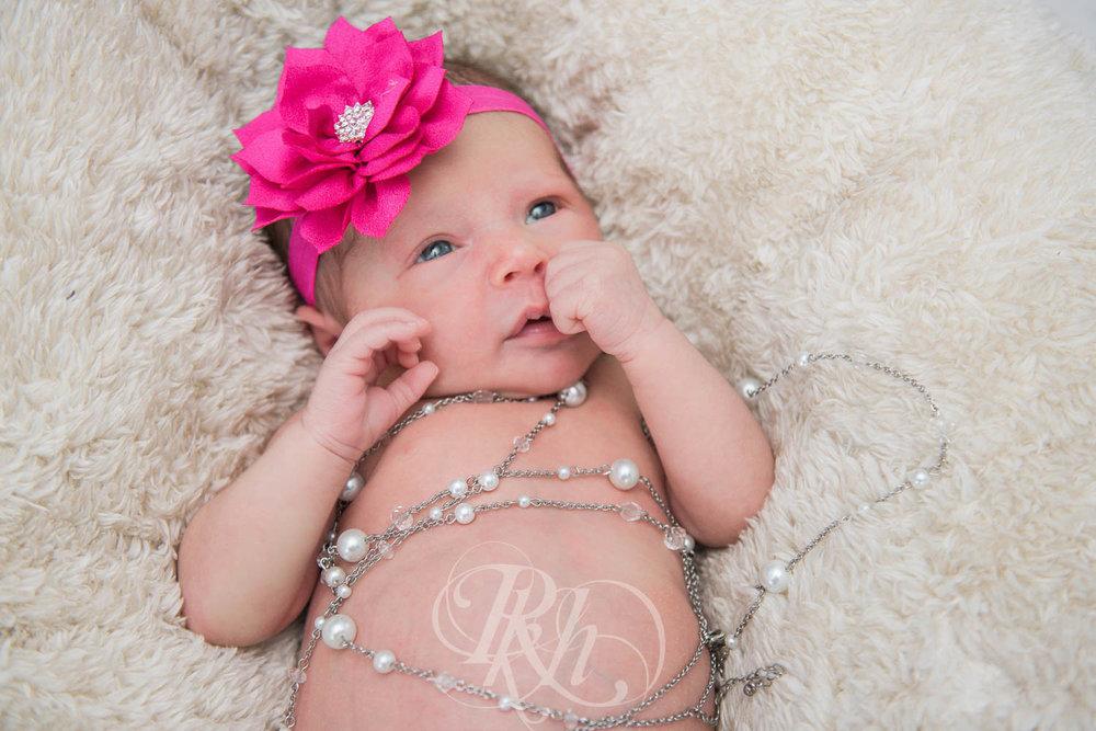 Eleanor - Minnesota Baby Photographer - RKH Images  (6 of 7).jpg