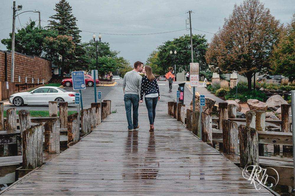 Lauren & Matt - Minnesota Engagement Photography - Rainy Day Engaement Photos - Excelsior - RKH Images  (4 of 10).jpg
