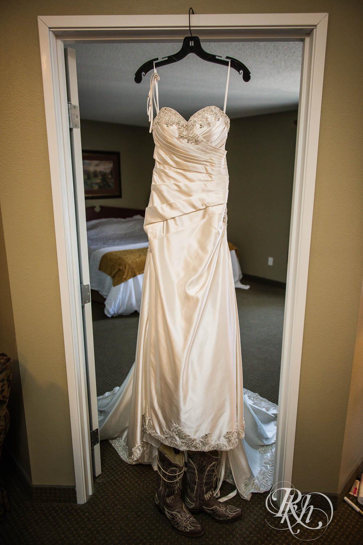 April & Brice - Minnesota Wedding Photography - RKH Images - Samples  (5 of 32).jpg