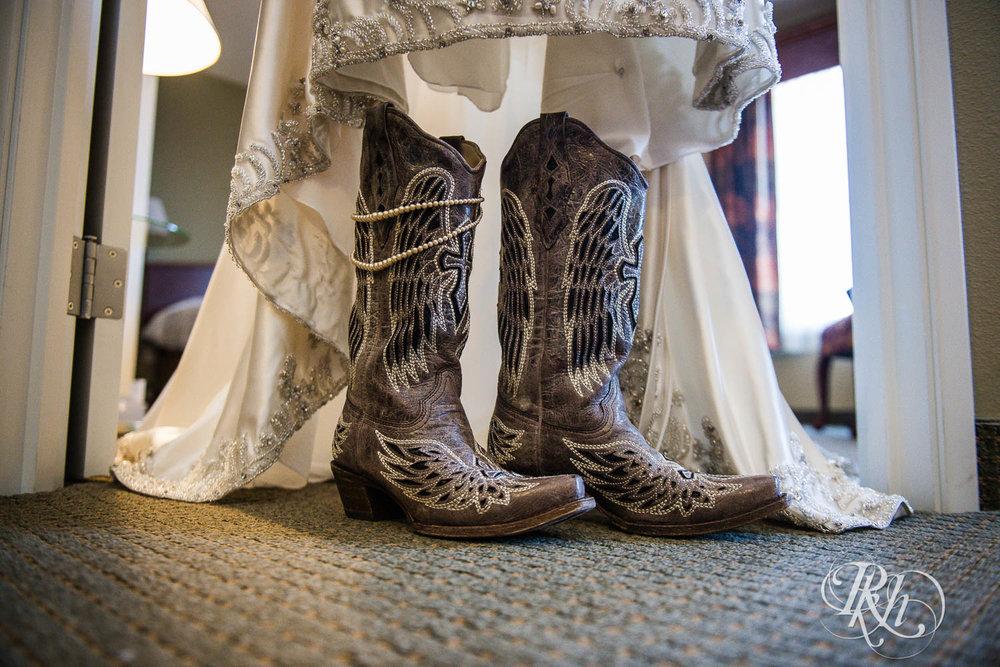 April & Brice - Minnesota Wedding Photography - RKH Images - Samples  (6 of 32).jpg