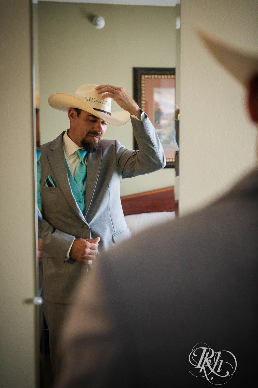 April & Brice - Minnesota Wedding Photography - RKH Images - Samples  (7 of 32).jpg