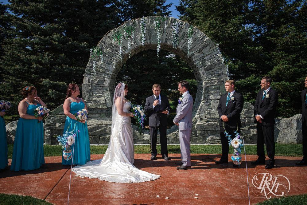April & Brice - Minnesota Wedding Photography - RKH Images - Samples  (16 of 32).jpg