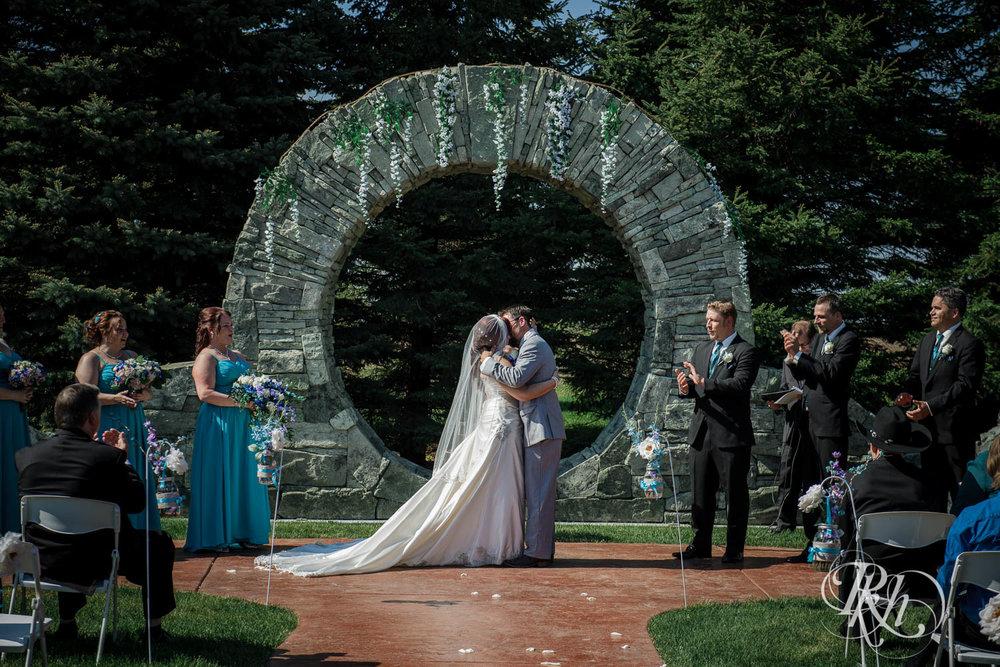 April & Brice - Minnesota Wedding Photography - RKH Images - Samples  (17 of 32).jpg