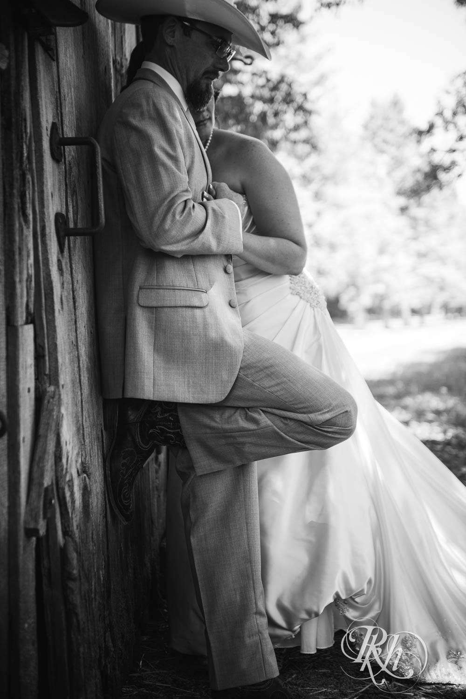 April & Brice - Minnesota Wedding Photography - RKH Images - Samples  (21 of 32).jpg