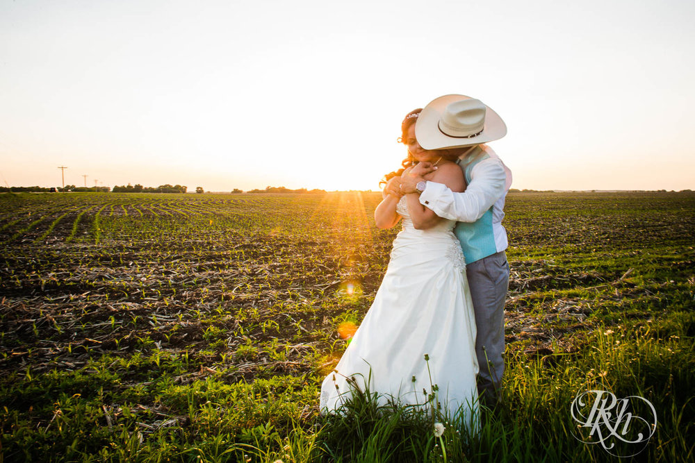 April & Brice - Minnesota Wedding Photography - RKH Images - Samples  (23 of 32).jpg