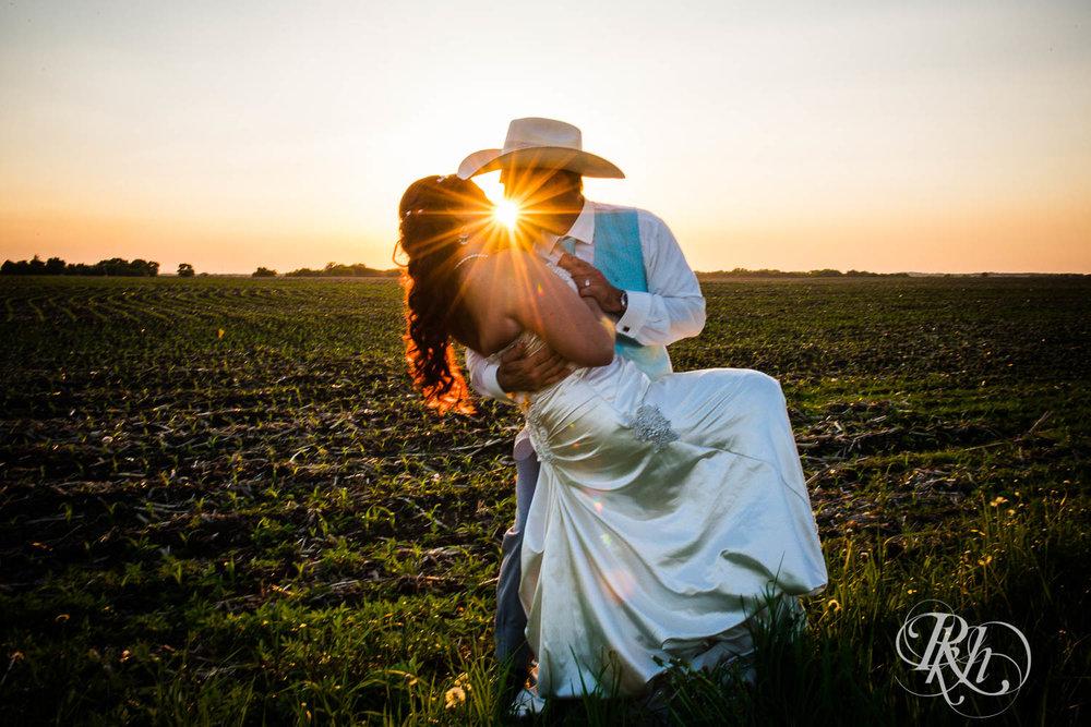 April & Brice - Minnesota Wedding Photography - RKH Images - Samples  (24 of 32).jpg