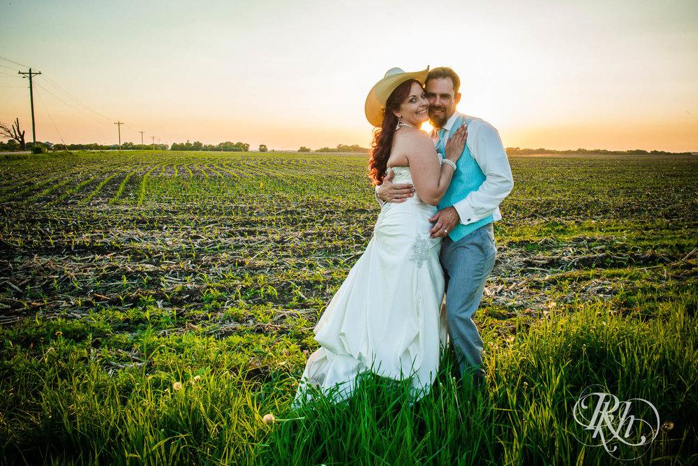 April & Brice - Minnesota Wedding Photography - RKH Images - Samples  (25 of 32).jpg