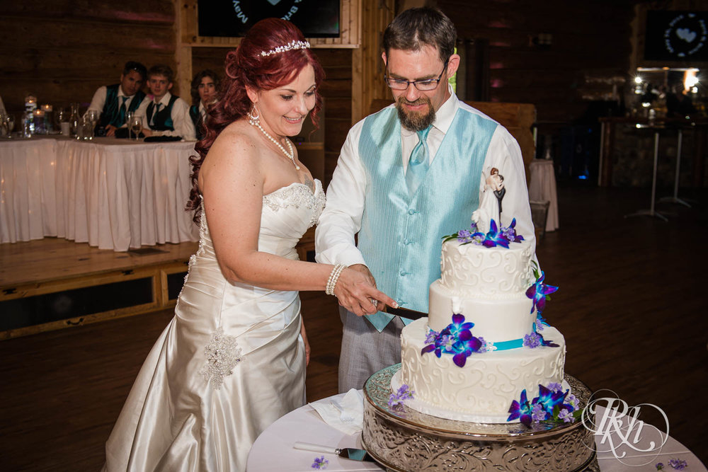 April & Brice - Minnesota Wedding Photography - RKH Images - Samples  (27 of 32).jpg