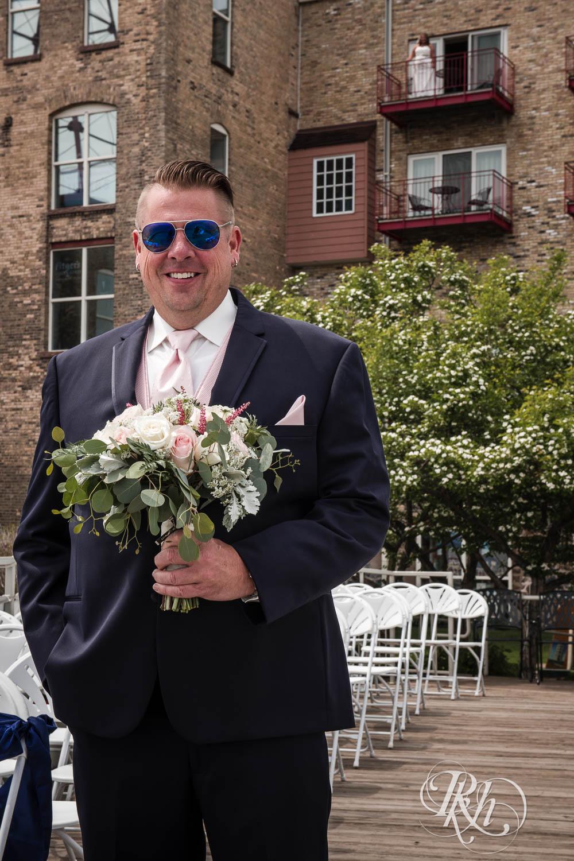 Amy & Mark - Minnesota Wedding Photography - Fitger's Inn - RKH Images - Blog (17 of 49).jpg