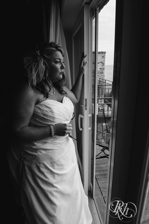 Amy & Mark - Minnesota Wedding Photography - Fitger's Inn - RKH Images - Blog (34 of 49).jpg