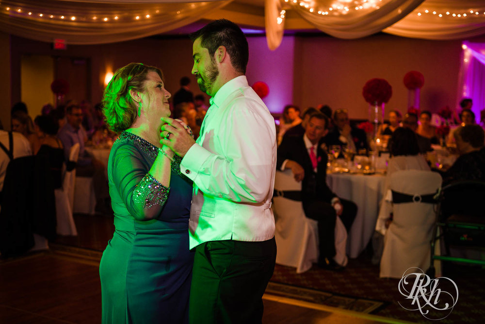 Kayla & Travis - Minnesota Wedding Photography - Crowne Plaza Minneapolis - RKH Images - Blog  (50 of 61).jpg