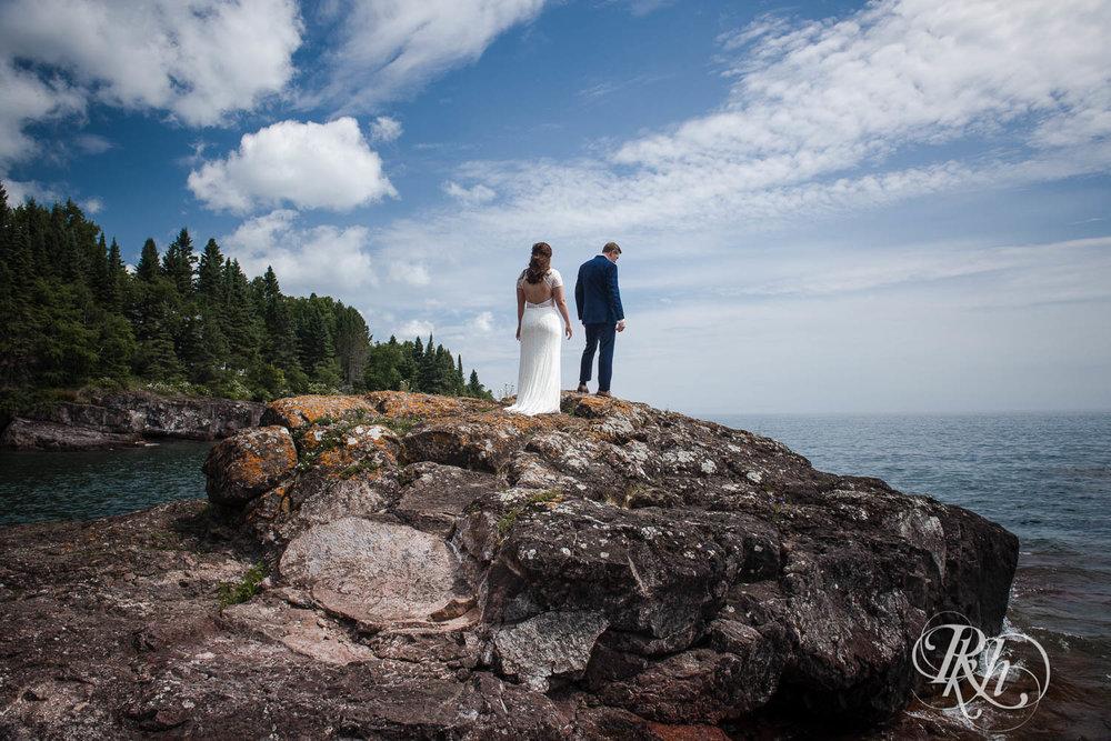 Kayla & John - Minnesota Wedding Photography - North Shore Wedding Photography - Bluefin Bay - RKH Images   (31 of 55).jpg