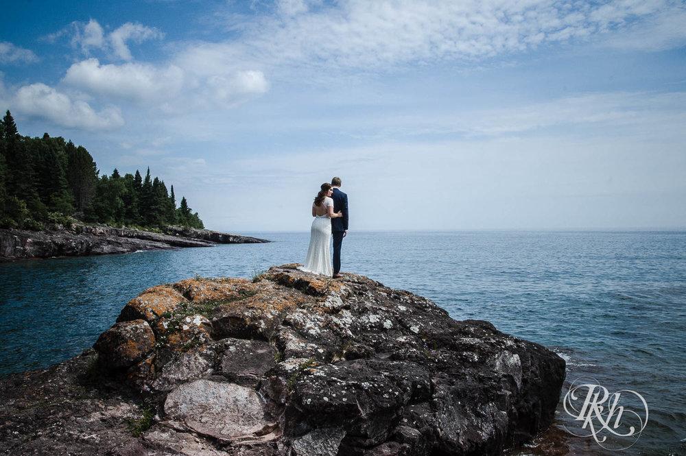 Kayla & John - Minnesota Wedding Photography - North Shore Wedding Photography - Bluefin Bay - RKH Images   (35 of 55).jpg