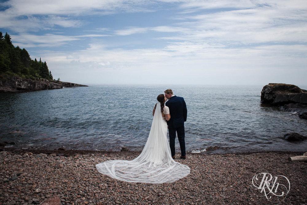 Kayla & John - Minnesota Wedding Photography - North Shore Wedding Photography - Bluefin Bay - RKH Images   (38 of 55).jpg