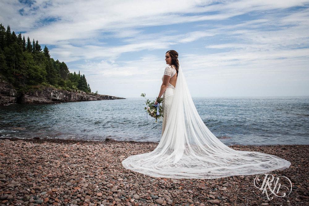 Kayla & John - Minnesota Wedding Photography - North Shore Wedding Photography - Bluefin Bay - RKH Images   (39 of 55).jpg
