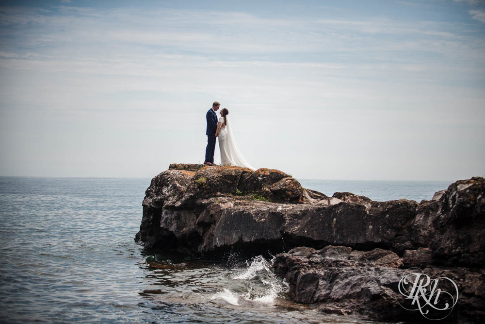 Kayla & John - Minnesota Wedding Photography - North Shore Wedding Photography - Bluefin Bay - RKH Images   (47 of 55).jpg