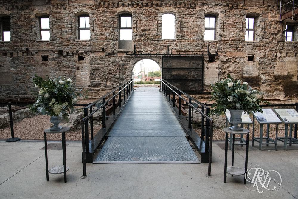 Lauren & Matt - Minnesota Wedding Photography - Mill City Museum - RKH Images - Blog (3 of 55).jpg