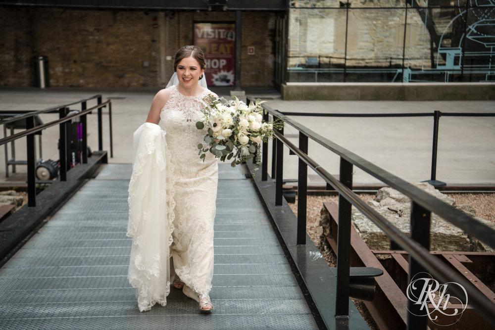 Lauren & Matt - Minnesota Wedding Photography - Mill City Museum - RKH Images - Blog (20 of 55).jpg