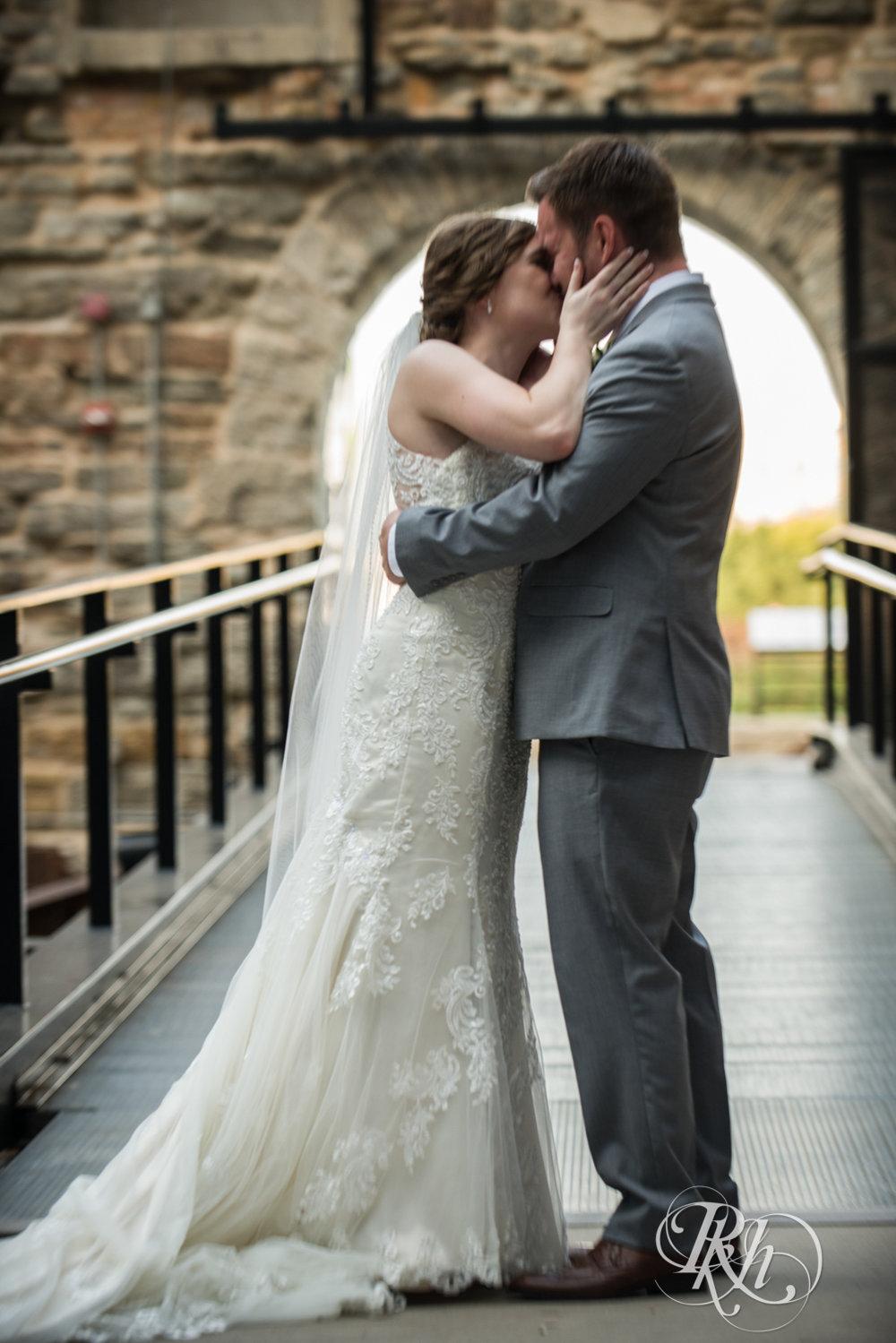 Lauren & Matt - Minnesota Wedding Photography - Mill City Museum - RKH Images - Blog (30 of 55).jpg
