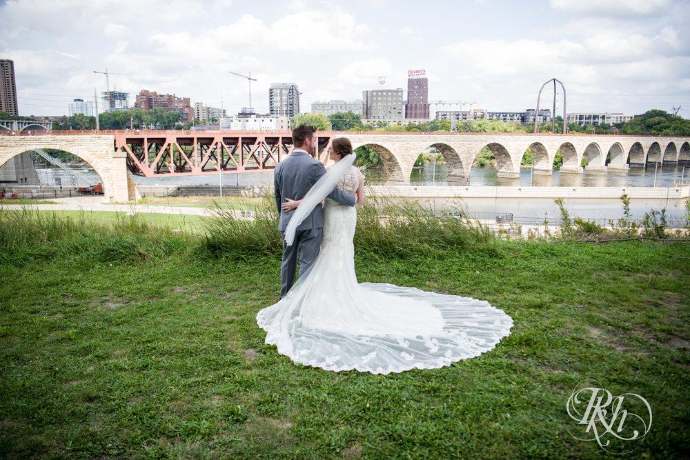 Lauren & Matt - Minnesota Wedding Photography - Mill City Museum - RKH Images - Blog (32 of 55).jpg