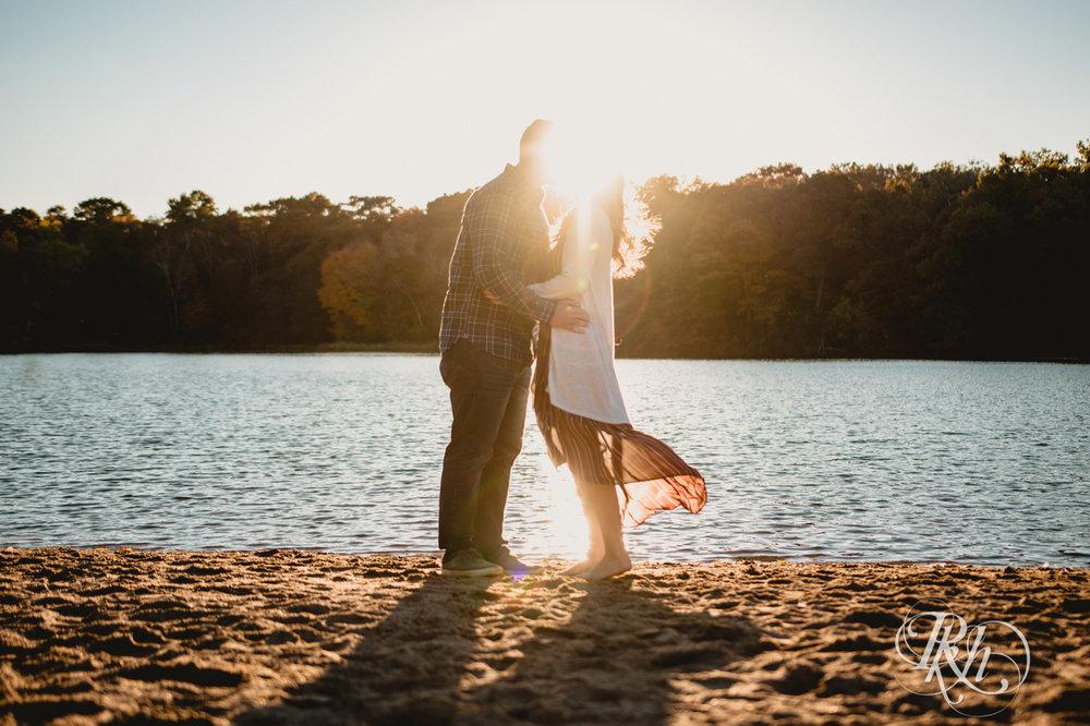 Amanda & Charlie - Minnesota Engagement Photography - Lebanon Hills Regional Park - Sunset - RKH Images - Blog (7 of 11).jpg