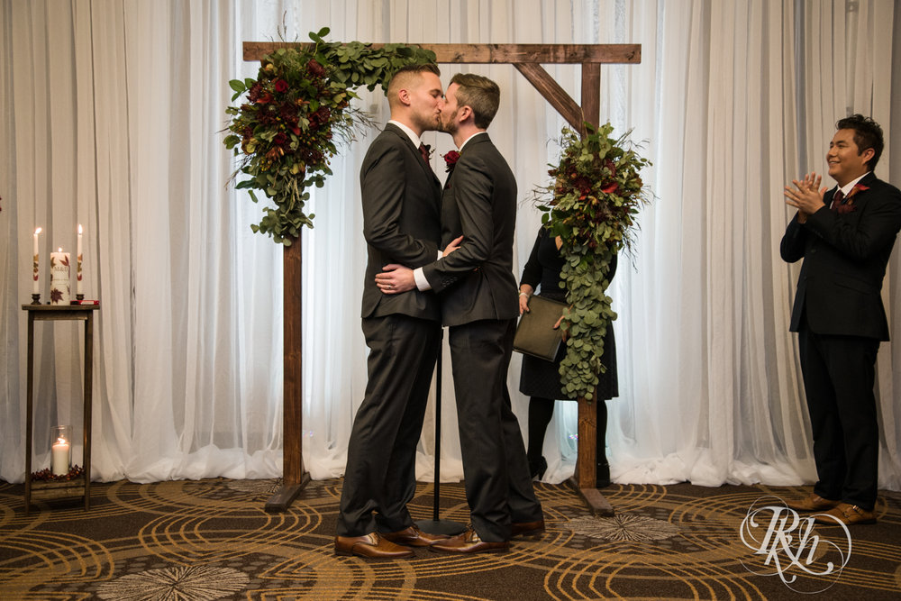 Michael & Darren - Minnesota LGBT Wedding Photography - Courtyard by Marriott Minneapolis - RKH Images - Blog (46 of 67).jpg