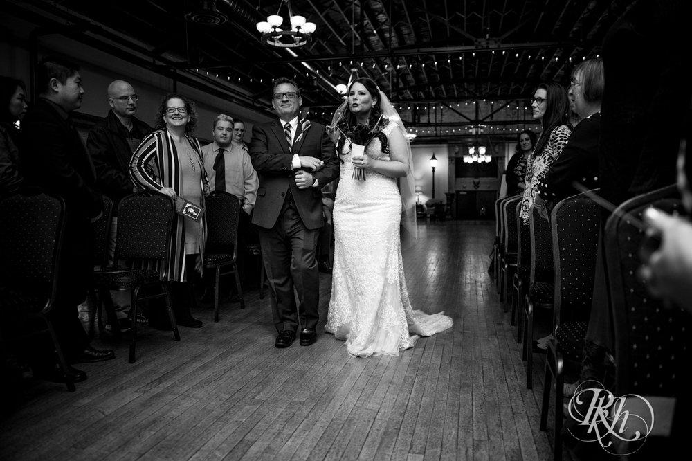 Bri & Erik - Minnesota Wedding Photographer - Kellerman's Event Center - RKH Images - Blog (39 of 51).jpg