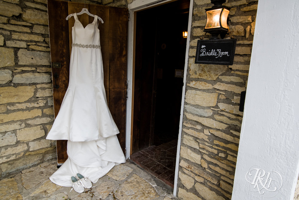Amanda & Luke - Minnesota Wedding Photography - Mayowood Stone Barn - Rochester - RKH Images - Blog (25 of 67).jpg