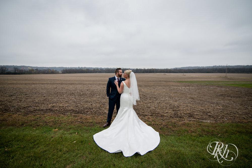 Amanda & Luke - Minnesota Wedding Photography - Mayowood Stone Barn - Rochester - RKH Images - Blog (30 of 67).jpg