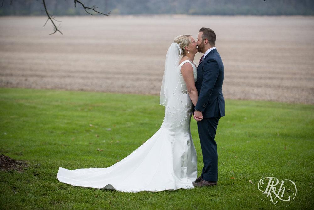 Amanda & Luke - Minnesota Wedding Photography - Mayowood Stone Barn - Rochester - RKH Images - Blog (32 of 67).jpg