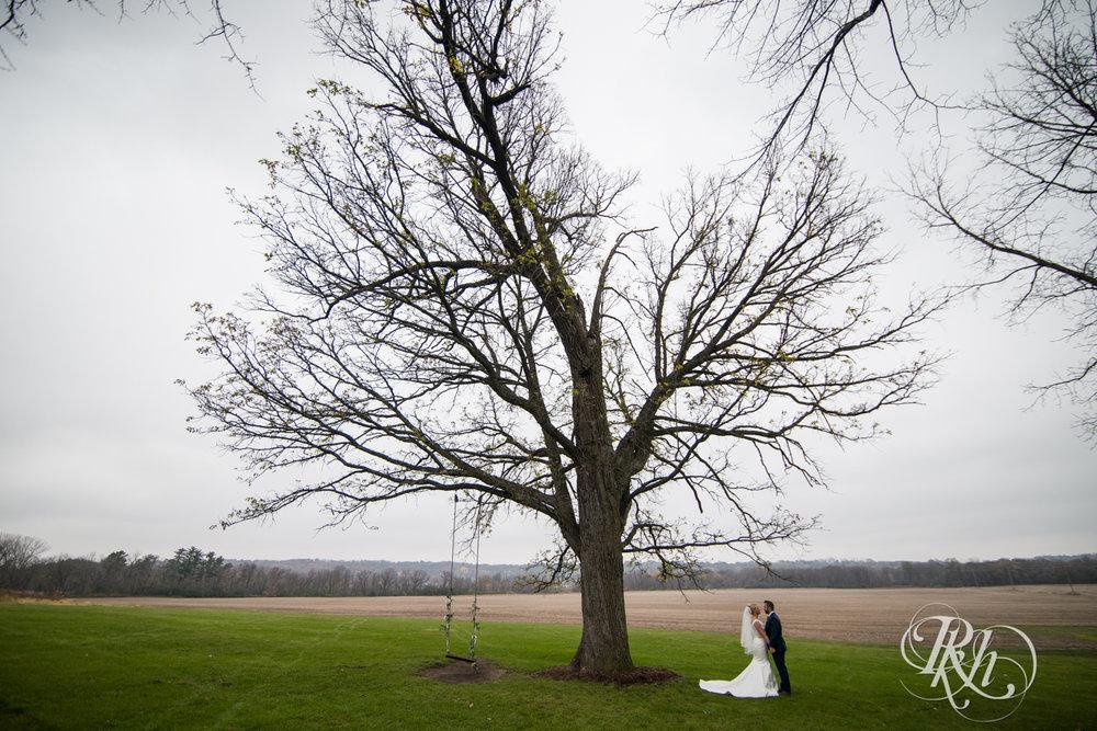 Amanda & Luke - Minnesota Wedding Photography - Mayowood Stone Barn - Rochester - RKH Images - Blog (31 of 67).jpg
