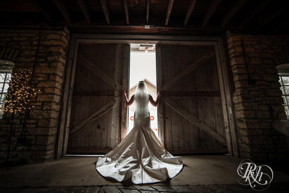 Amanda & Luke - Minnesota Wedding Photography - Mayowood Stone Barn - Rochester - RKH Images - Blog (38 of 67).jpg