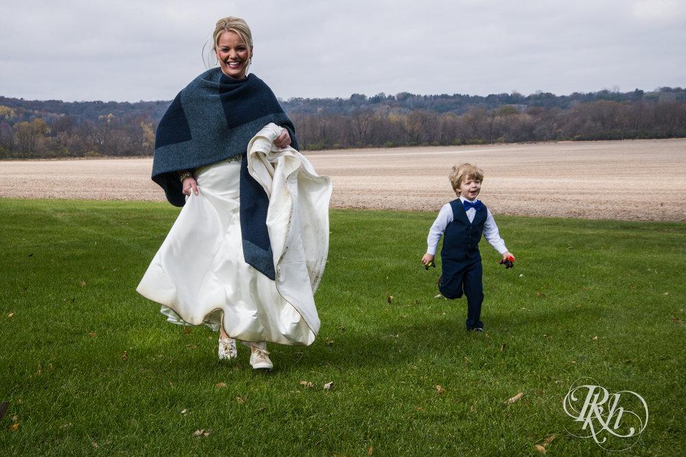 Amanda & Luke - Minnesota Wedding Photography - Mayowood Stone Barn - Rochester - RKH Images - Blog (40 of 67).jpg