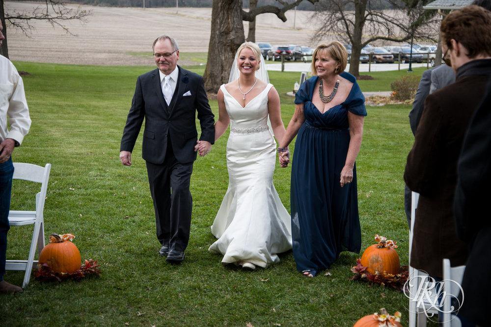 Amanda & Luke - Minnesota Wedding Photography - Mayowood Stone Barn - Rochester - RKH Images - Blog (44 of 67).jpg
