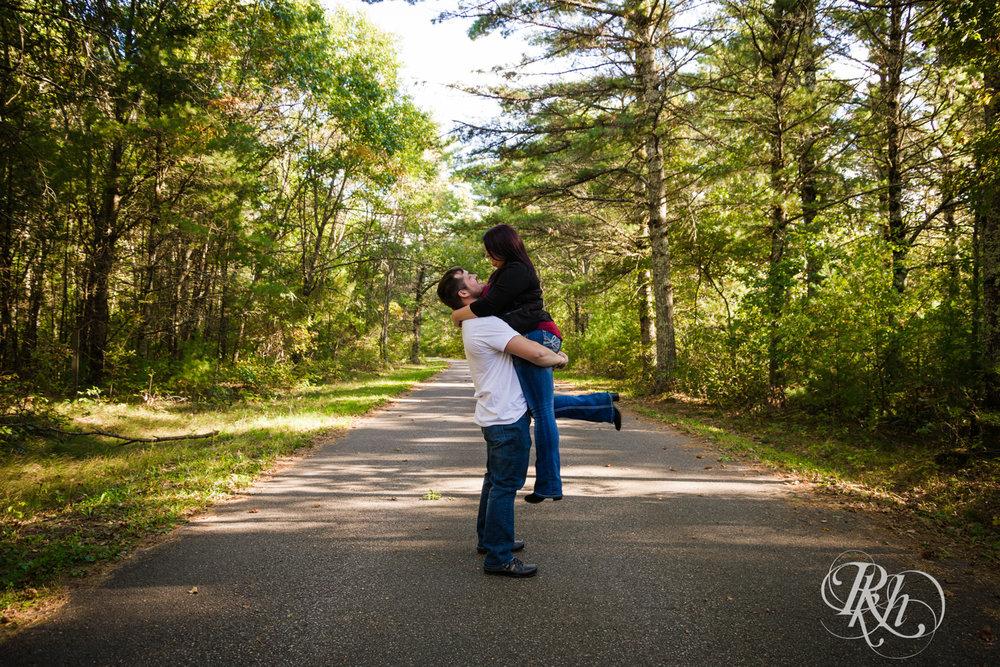 Lea & Robert - Minnesota Engagement Photography - Milawaukee, Wisconsin - RKH Images - Blog  (8 of 12).jpg