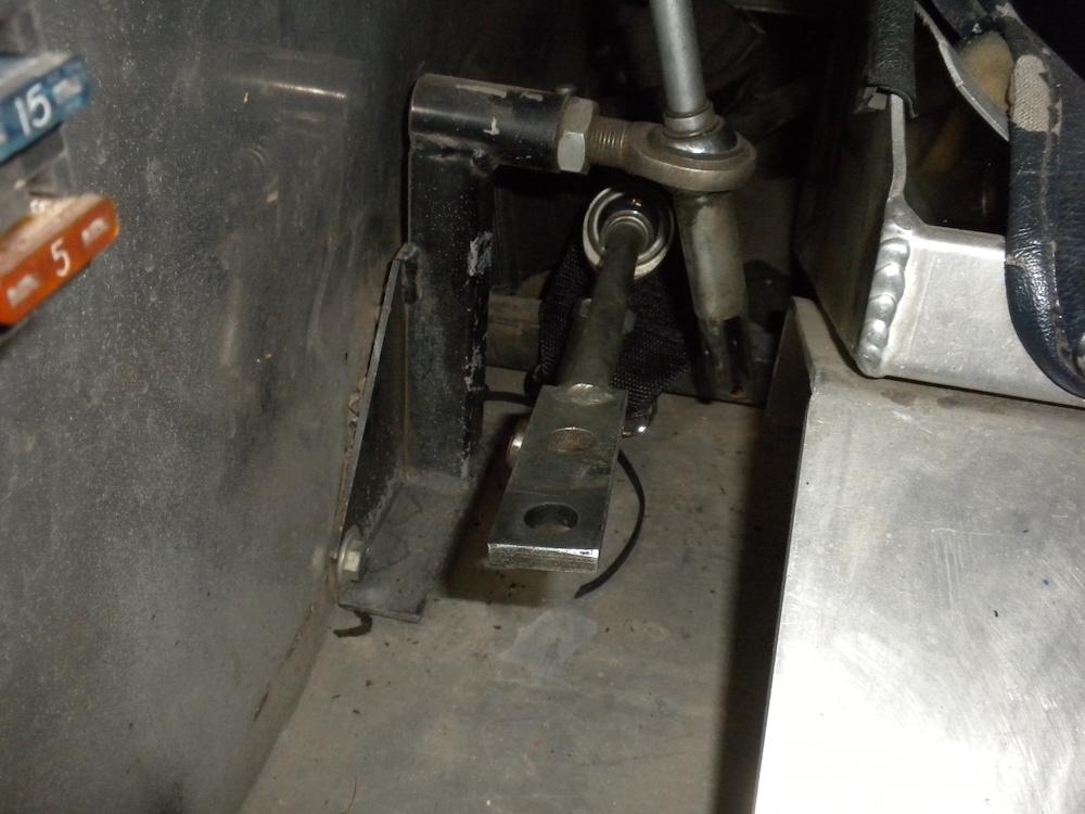 Shifter linkage.JPG