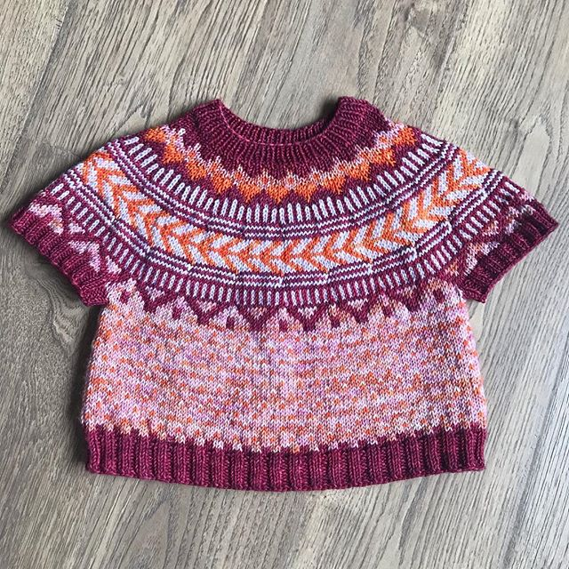 I finished my girl's Soldotna and she loves it!  Finally getting photos of it to share!  I'll be listing the rest of my OOAK kits in the shop this week.  I'll announce when they're live and offered at a discount! . #knitstagram #knitting #knittersofinstagram #fiberandhue #yarn #handdyed #soldotnacrop #boylandknitworks #colorworkknitting