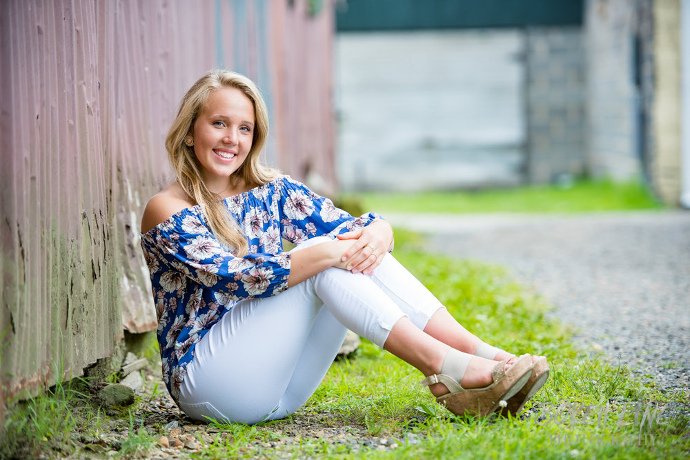 Maggie_DowntownFredericksburg_SeniorSession-9.jpg
