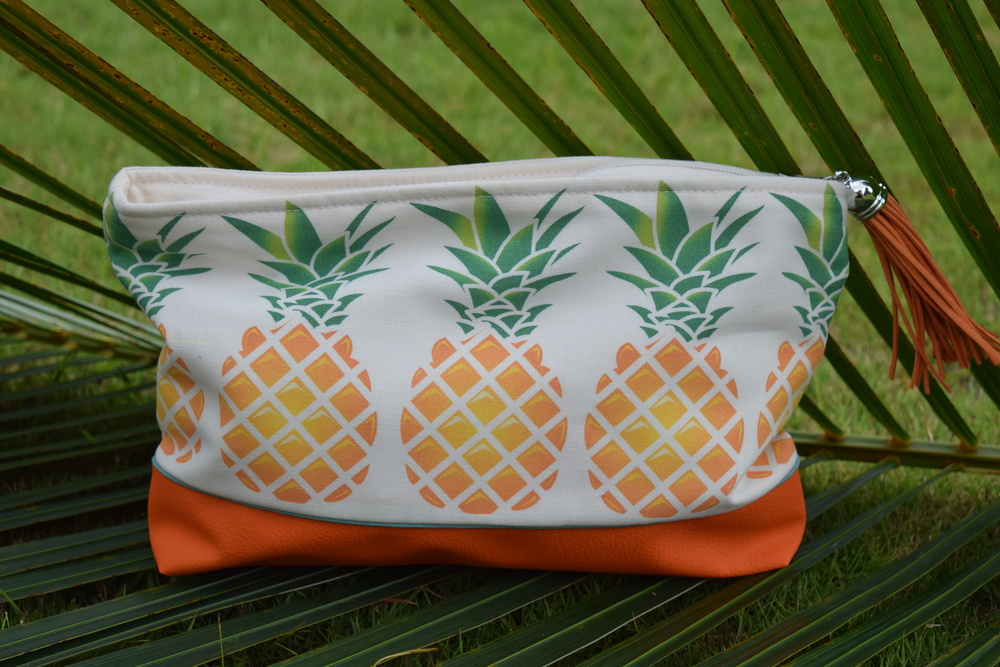 One of our latest additions to the shop, and not to mention made in Hawaii, pineapple pouches and travel bags.  This line called Sky Dreams LLC features bags and totes with vegan leather bottoms, water resistant lining, and they're machine washable.  Gotta love that, cute  and  practical.