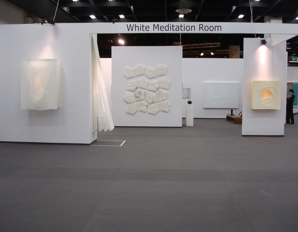 Ingresso dello stand White meditation room di Galleria Grossetti ad Art Cologne 2011.jpg