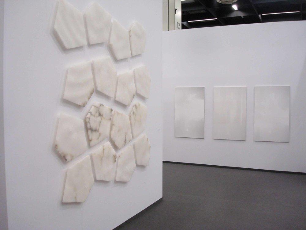 Stand White meditation room di Galleria Grossetti ad Art Cologne 2011_a sx Enzo Castagno a dx Rossella Bellusci .jpg