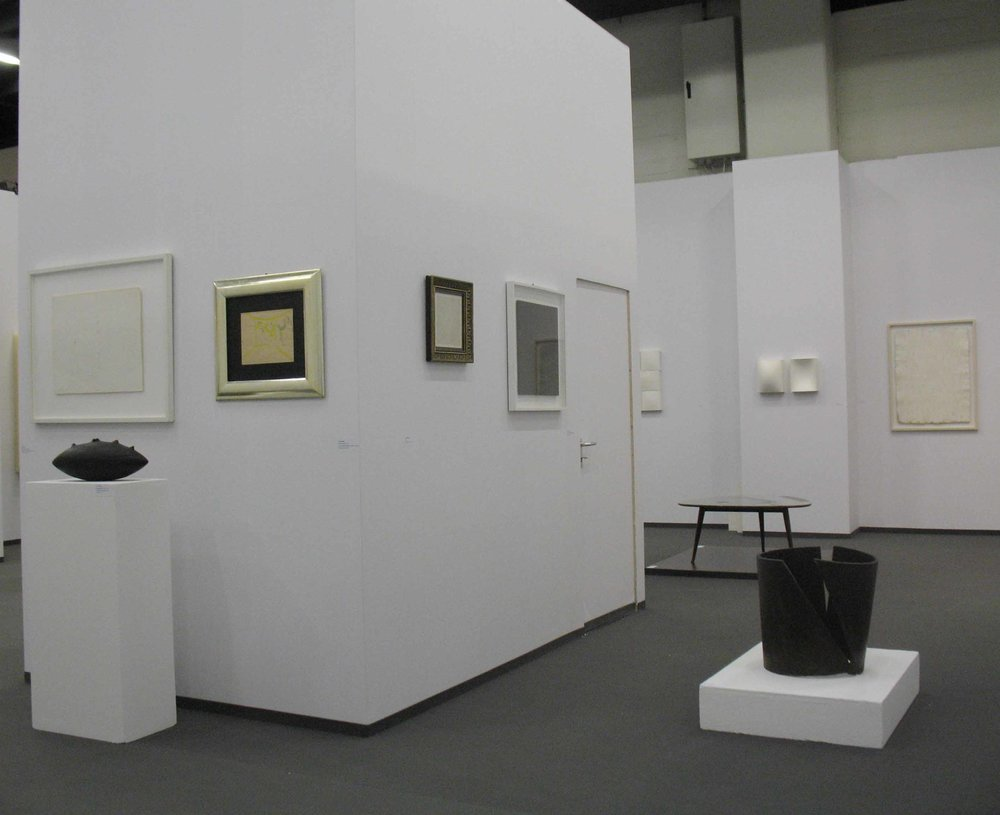 Stand White meditation room di Galleria Grossetti ad Art Cologne 2011_vista interna.jpg