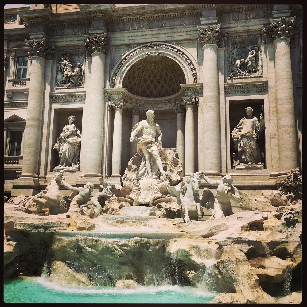 Fontana di Trevi al Mattino