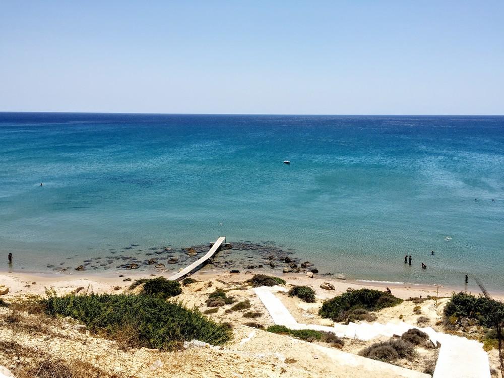 Around the Xylokeratia bay
