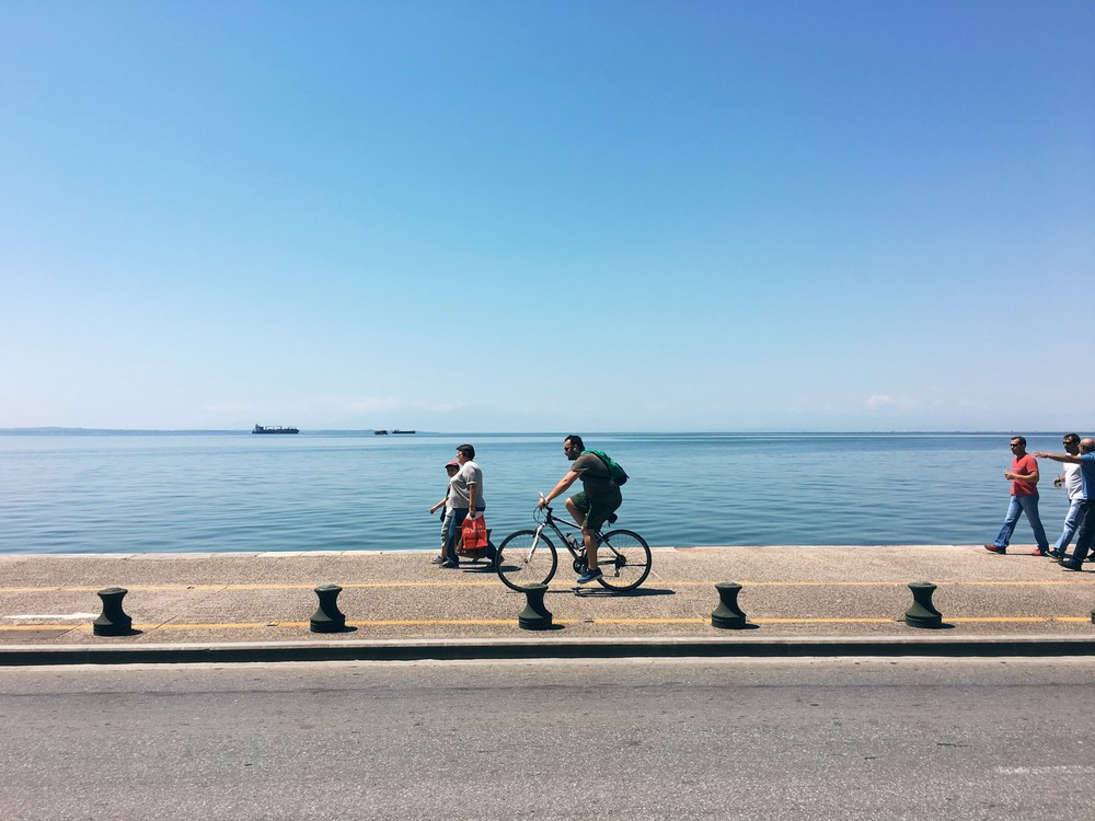 Pedestrians and bikers by the waterfront on Nikis avenue