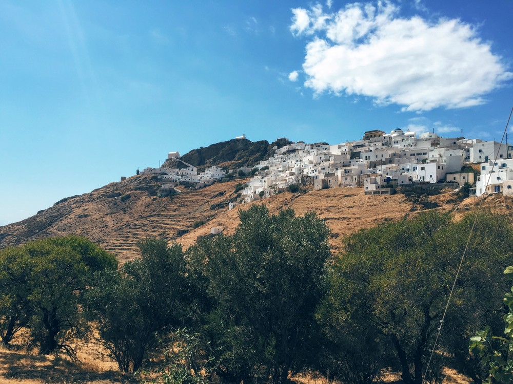 Serifos Chora sitting atop a hill, 10mins away from the harbour