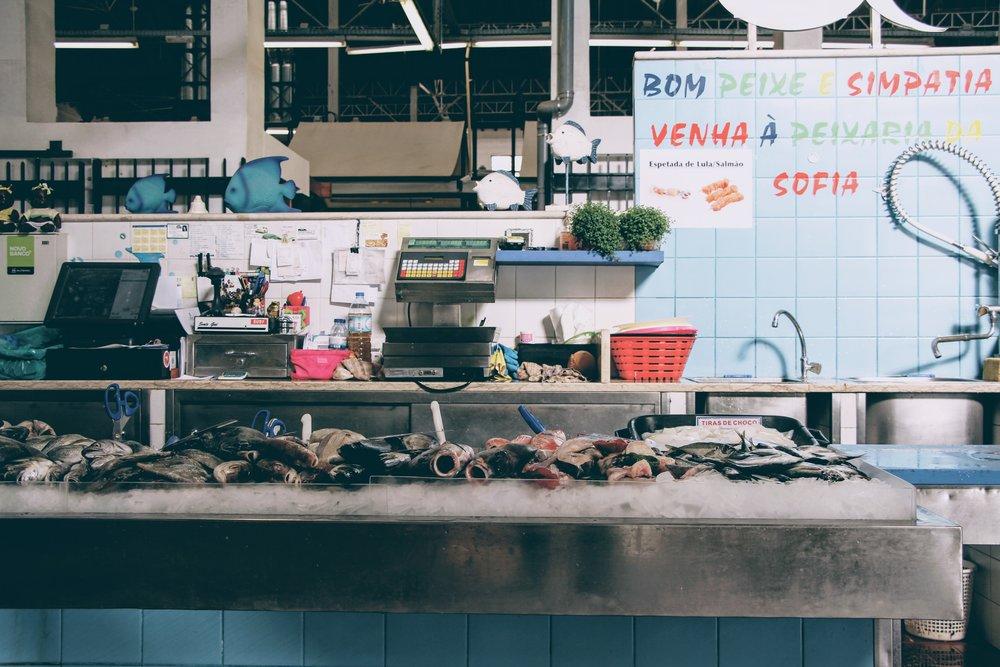 Fishmonger at Campo de Ourique market