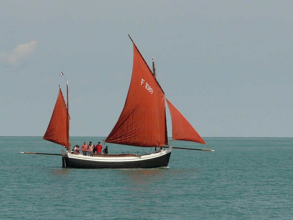 Sailing boat, by bigfoot /Source:  Pixabay