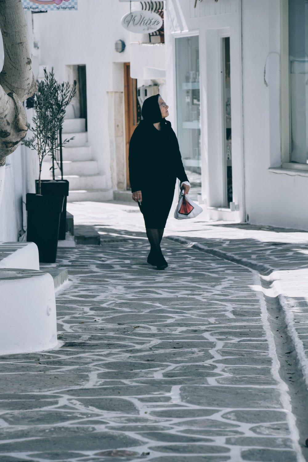 Strolling in the streets of Parikia